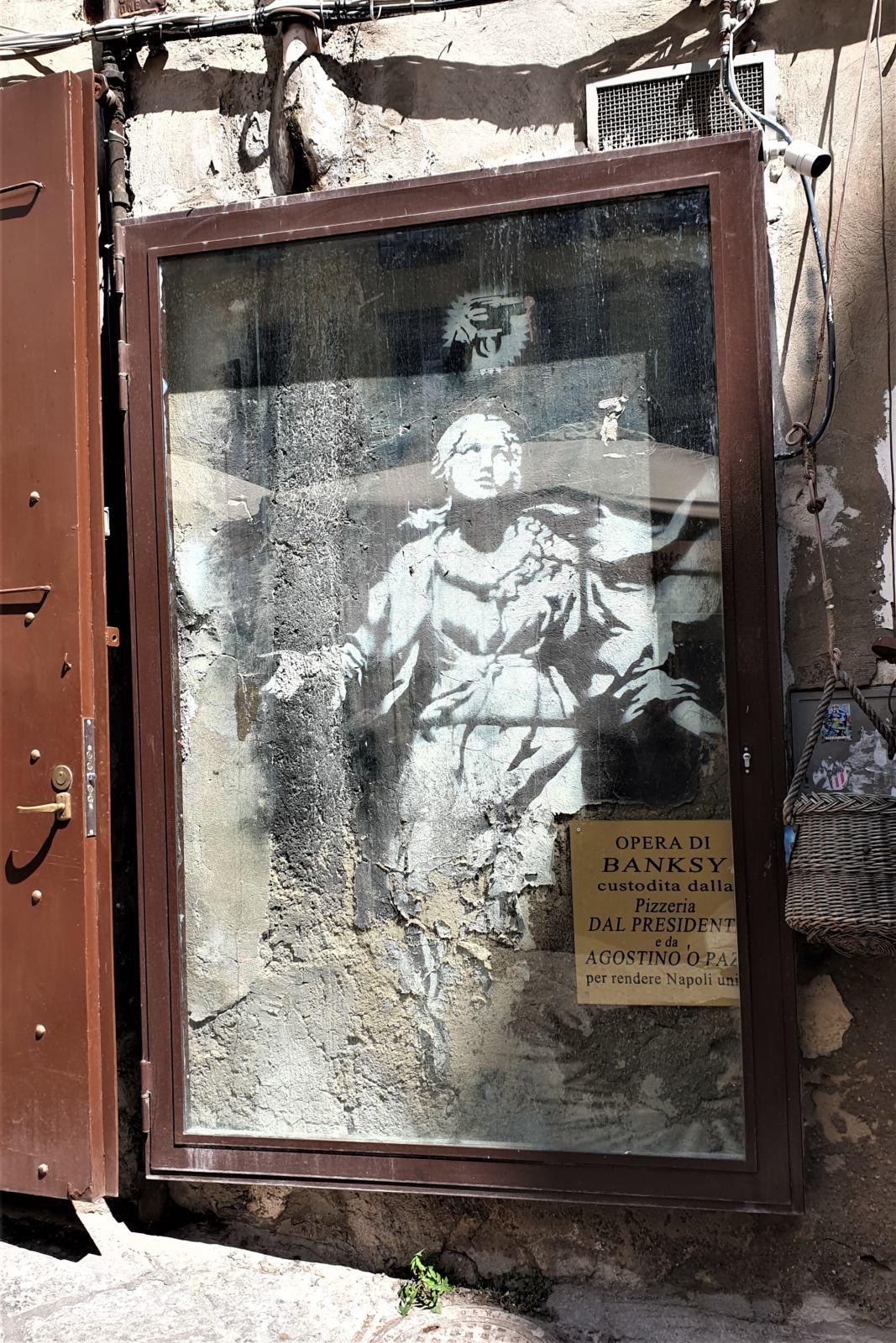 La Madonna con la pistola di Banksy