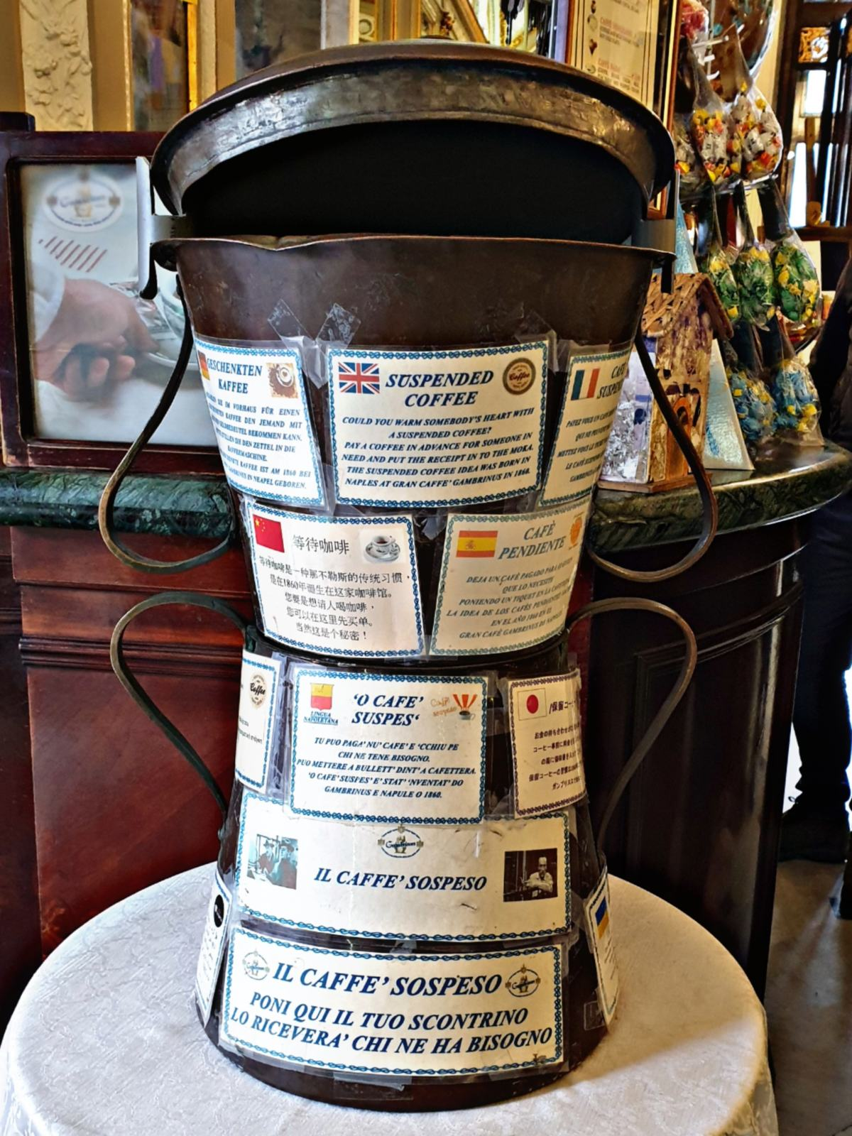 Caffè sospeso al Caffè Gambrinus