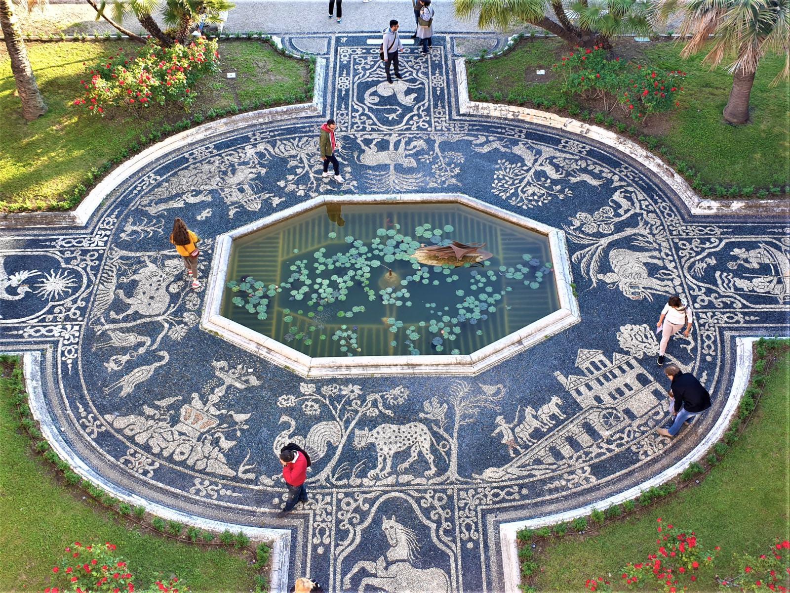 Particolare Pavimentazione in risseu del giardino di Palazzo Reale