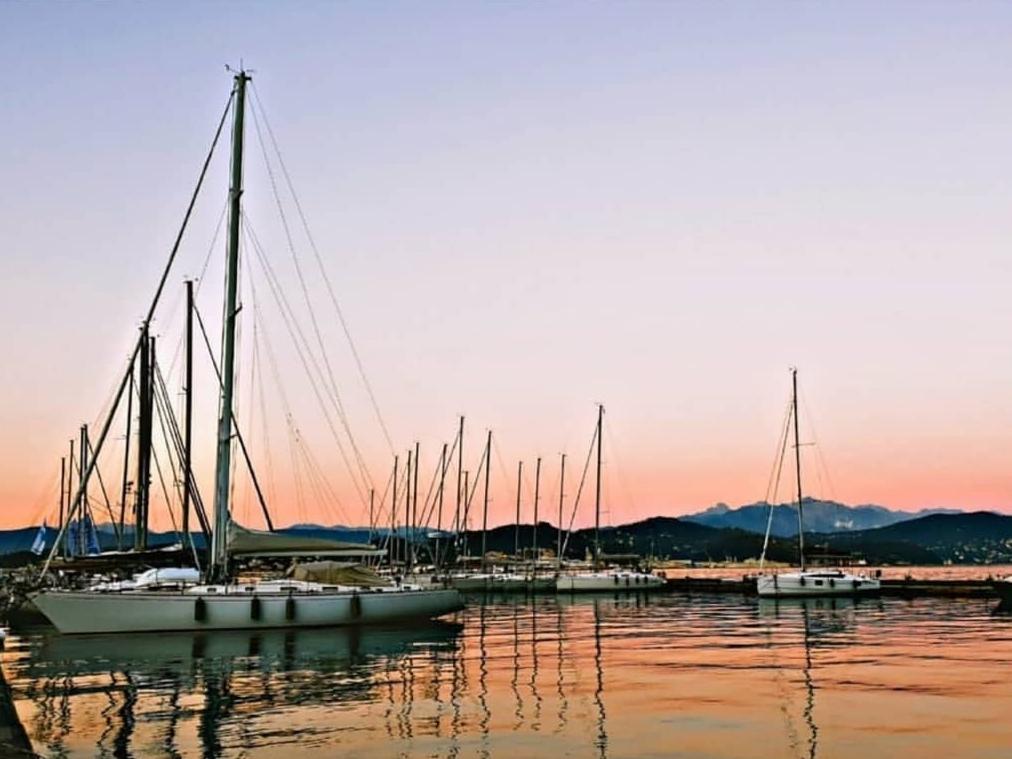 Pontile al tramonto alla Marina del Fezzano