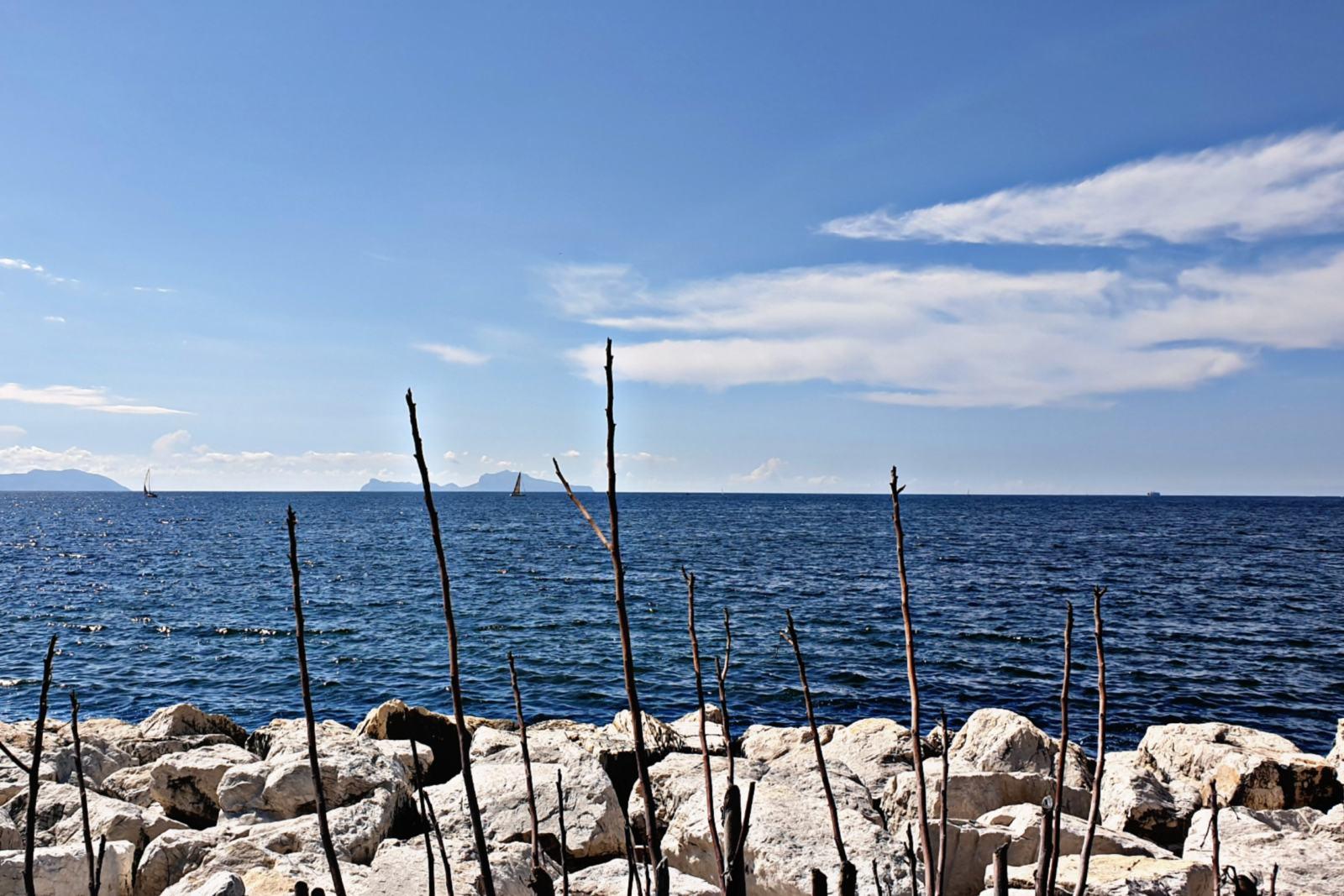 L'isola di Capri da Lungomare Caracciolo