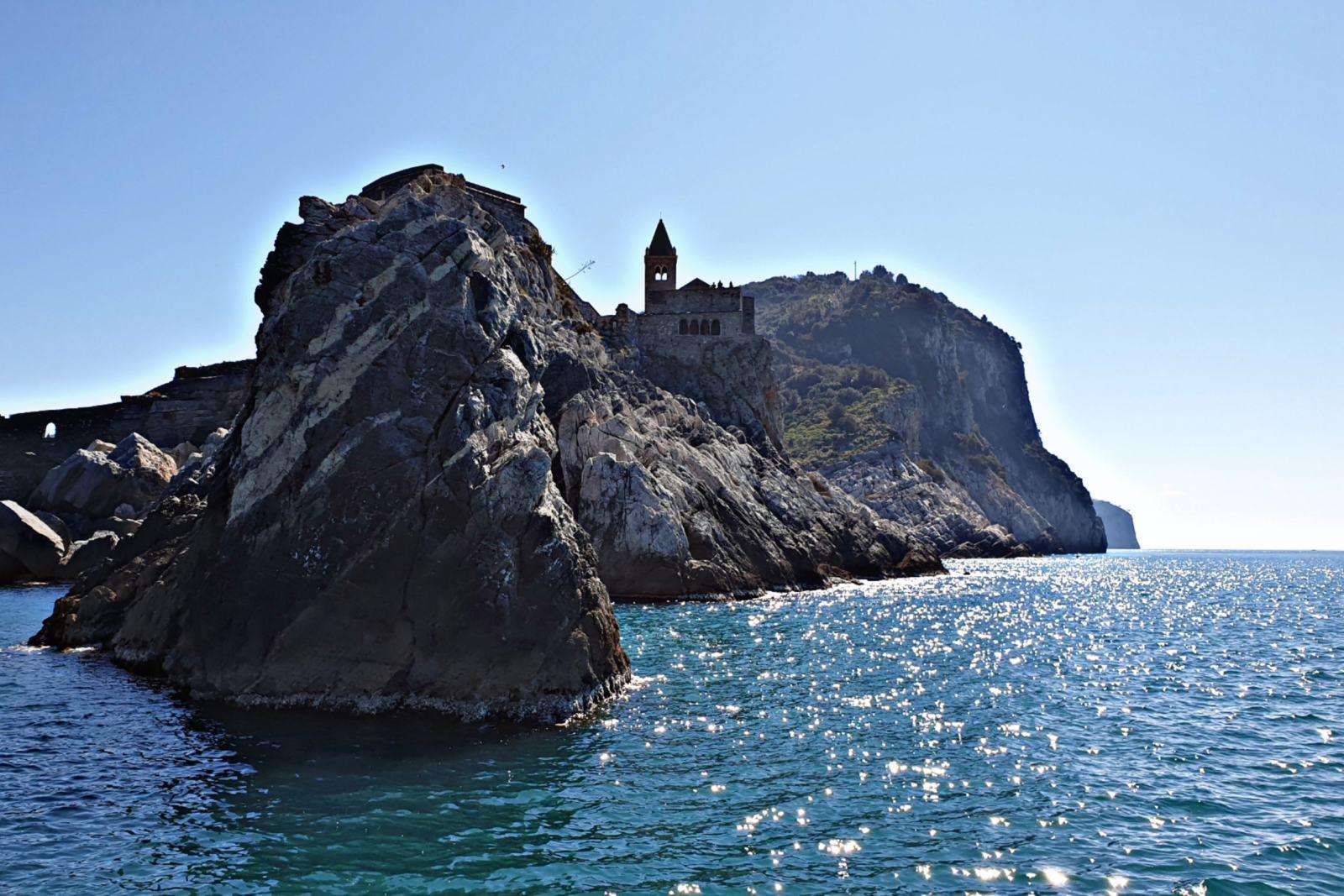 Chiesa di San Pietro a Portovenere vista dal mare