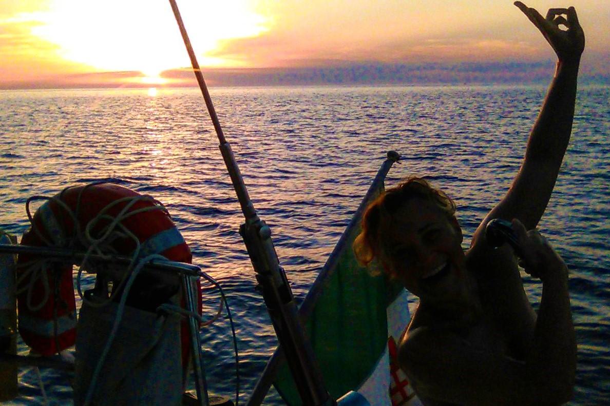 Doccia in barca a vela