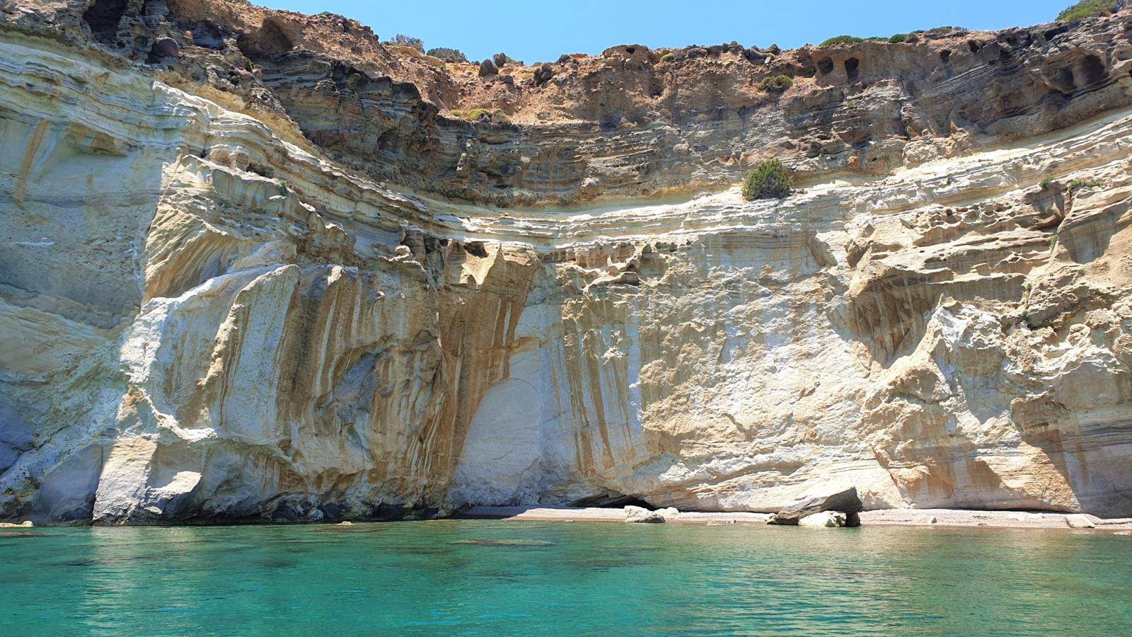 La costa multicolore dell'Isola di Milos