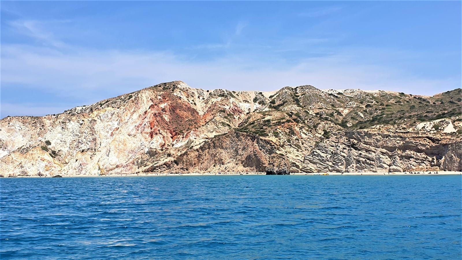 Cuori rossi in navigazione - Isola di Milos