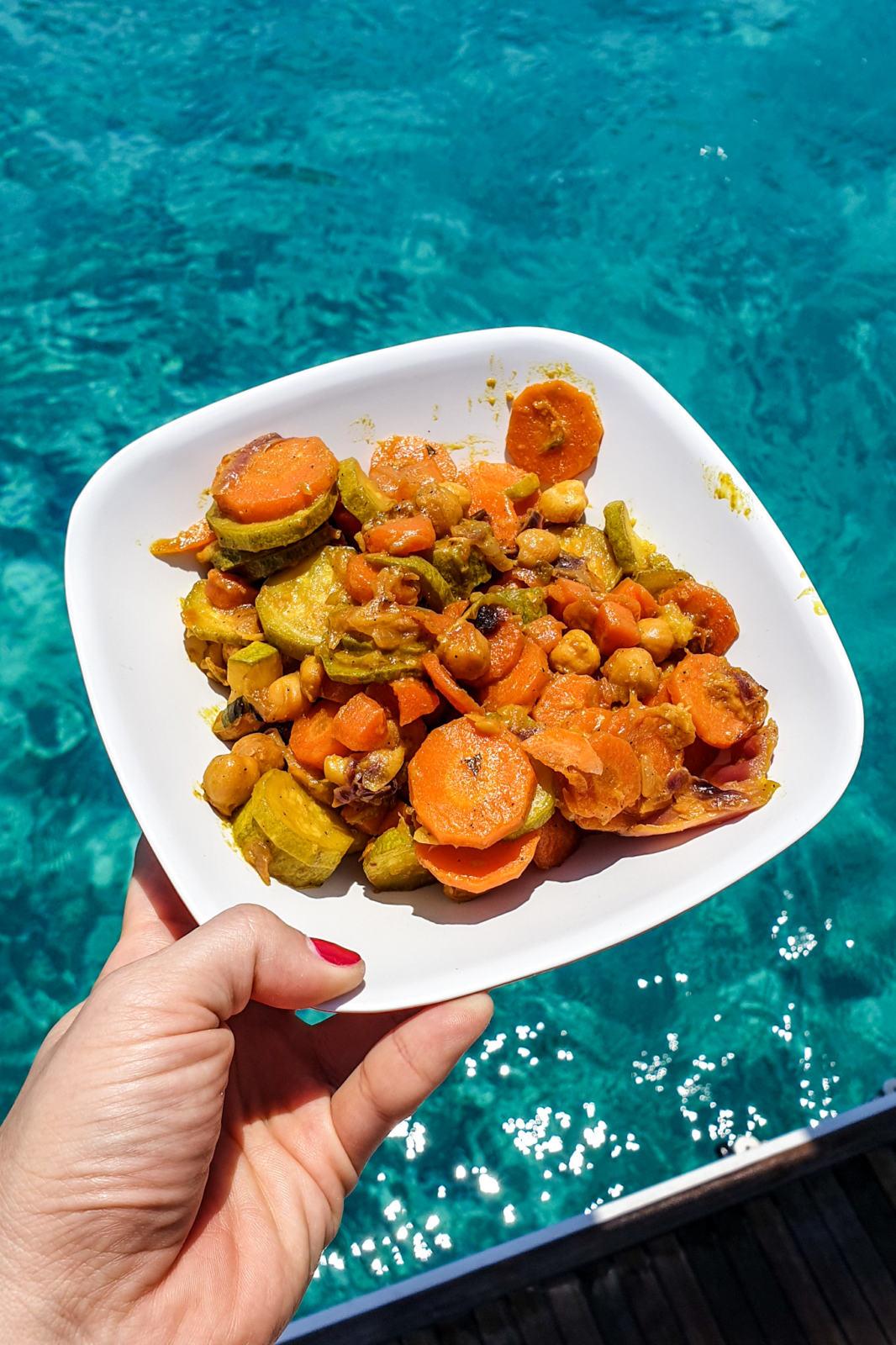 Pausa pranzo a Polyaigos - Cucinare in barca a vela
