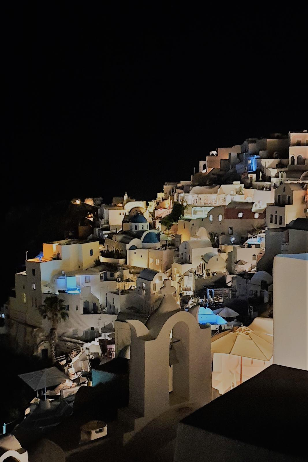 Villaggio di Oìa di notte