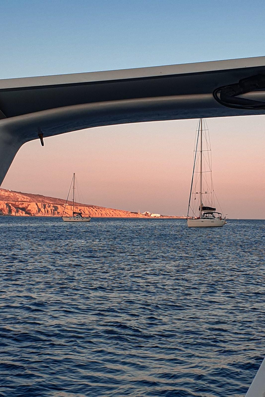 Tramonto in barca nella Baia di Akrotiri