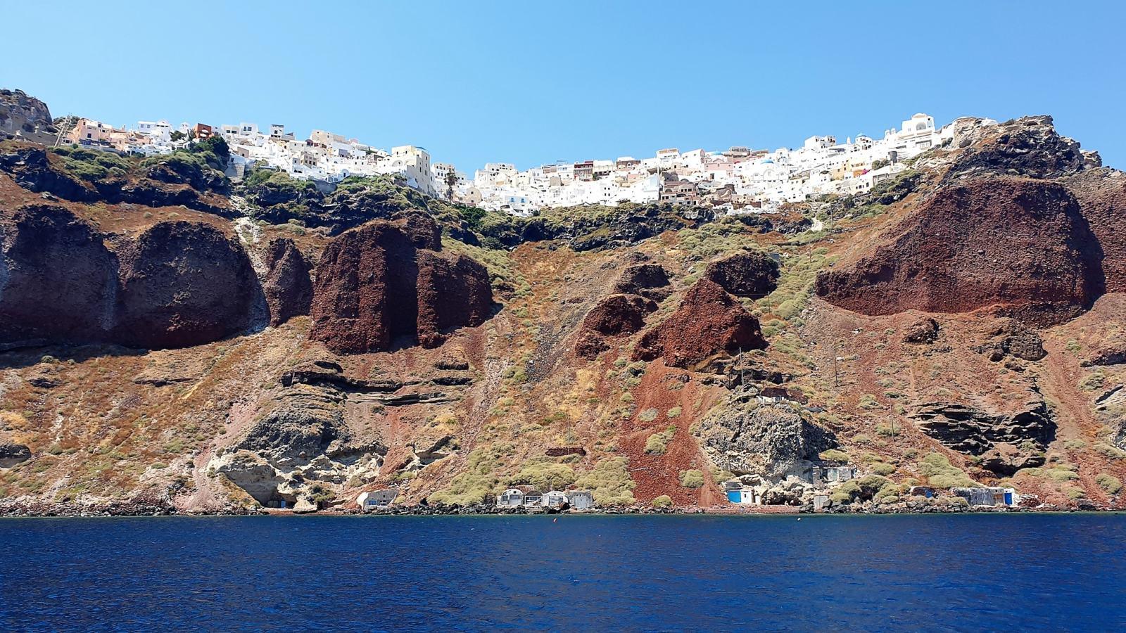 La terra rossa di Santorini