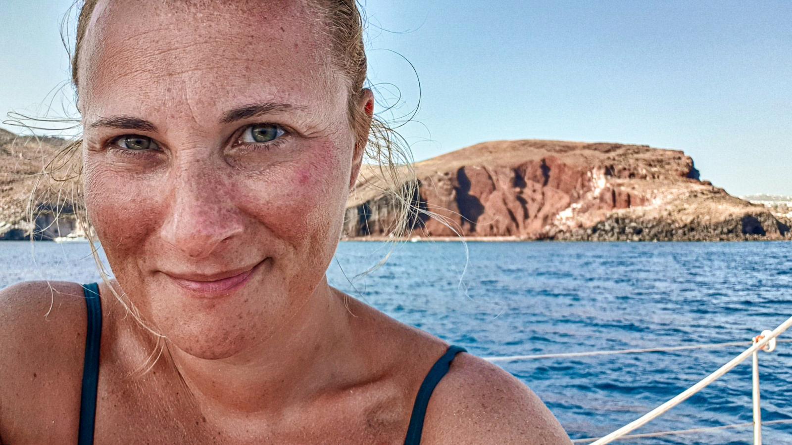 Alle mie spalle la famosa Red Beach di Santorini