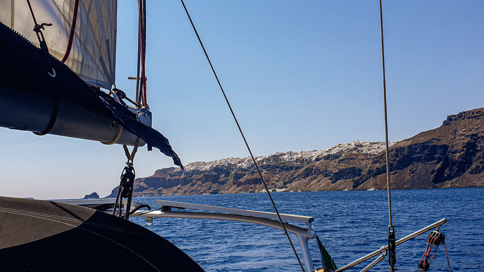 Santorini in barca a vela