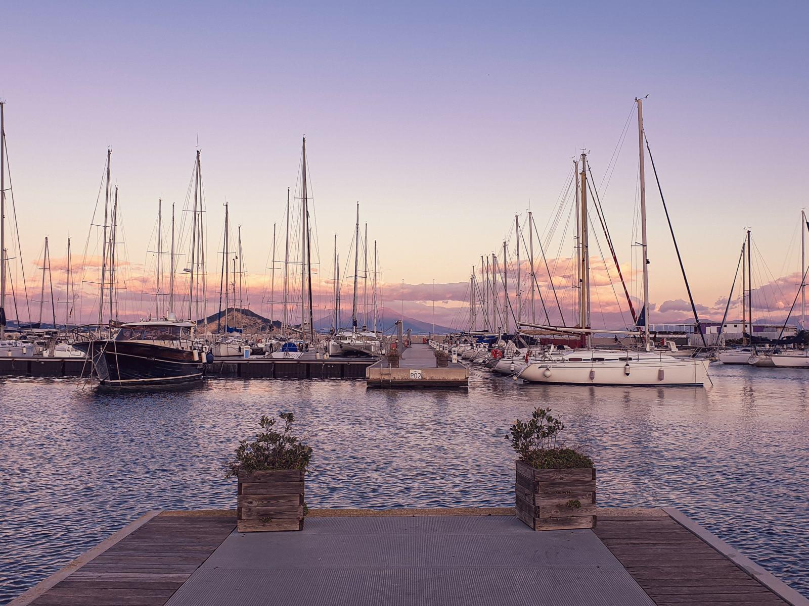 Barche a vela nel Porto di Marina Grande