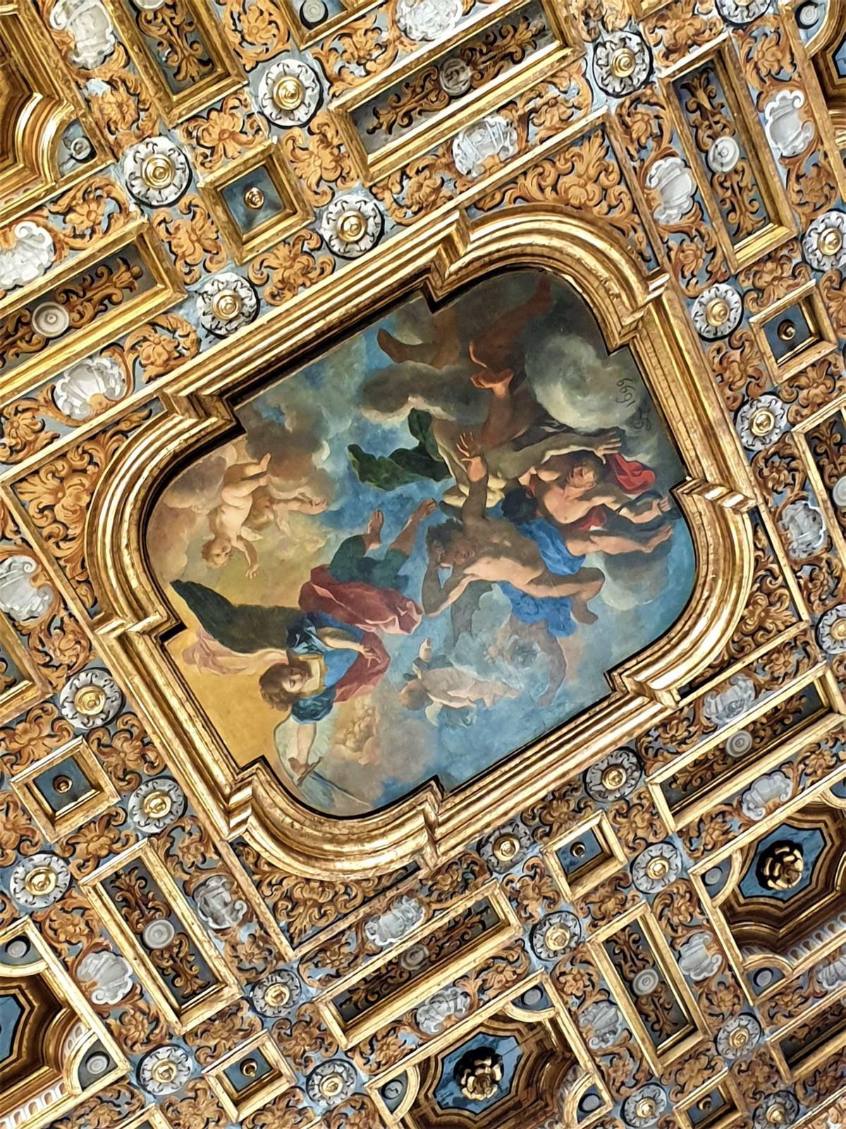 San Michele che sconfigge gli angeli ribelli
