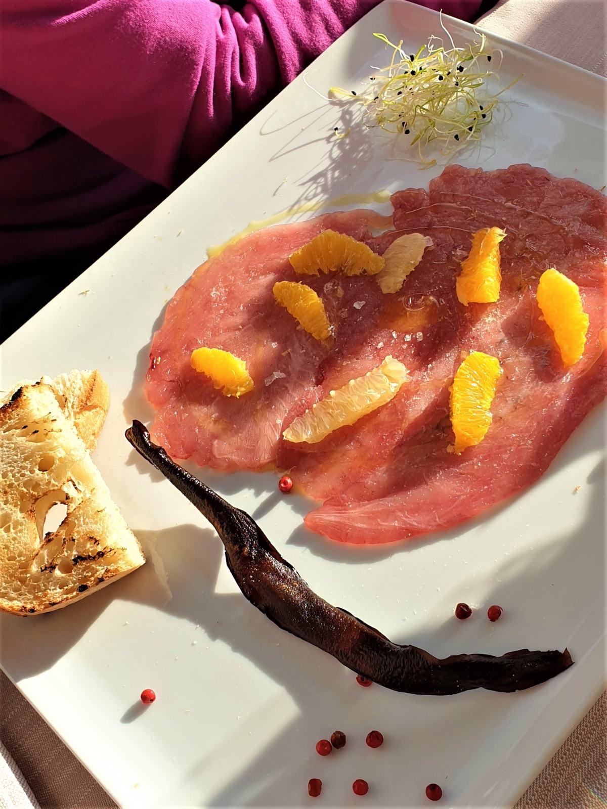 Carpaccio di tonno con arance