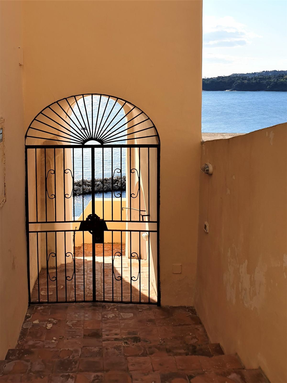 Vista lungo la Salita Castello