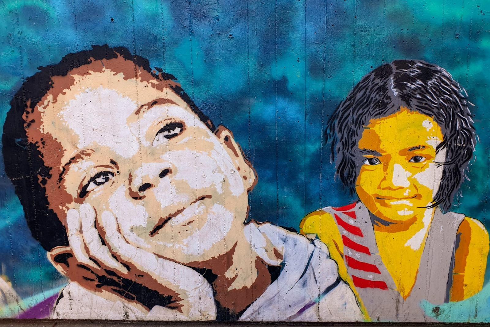 Un murales vicino alla stazione di Reggio Emilia